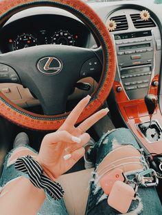 Car Interior Accessories, Car Accessories For Girls, Vsco, Videos Kawaii, Inside Car, Car Interior Decor, Interior Ideas, Teen Driver, Girly Car