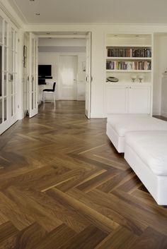 Bildergebnis für pvc v-patroon hout Wood Parquet, Timber Flooring, Parquet Flooring, Hardwood Floors, Wood Floor Design, Herringbone Wood Floor, Modern Interior Design, New Homes, House Design