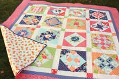 Easy DIY tutorial for binding a quilt. How to finish and bind a quilt. Quilting For Beginners, Sewing Projects For Beginners, Quilting Tutorials, Quilting Projects, Quilting Tips, Sewing Tutorials, Sewing Ideas, Quilt Binding Tutorial, Scrappy Quilts