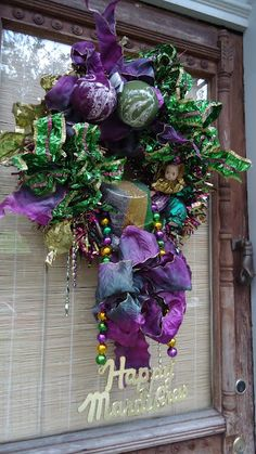 Mardi Gras wreath; lots of photographic inspiration on this site!