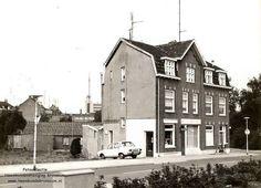 Brunssum: Kapper Wijers gelegen aan de Heugerstraat.. In de 70er jaren is het pand gesloopt om plaats te maken voor nieuwbouw.