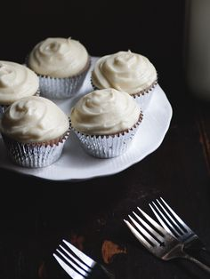Honey Cupcakes with Lemon Cream Cheese Frosting   The Tart Tart