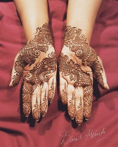 Guest mehndi last night for such an amazing family... Always love doing mehndi for these guys😄😙 smiles and entertainment all round x  #mehndi #henna #guests #hennaart #family #fun #love #symmetry #lineart #tattoo #mehndidesign #smiles #thursday #lategram #instagram #wedding #indianwedding