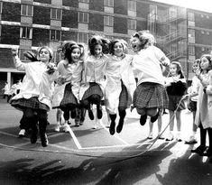 Recuerdos de los años 60 y 70.Jugando en la calle en los años 60s y 70s.