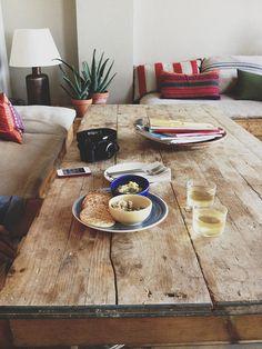 Tisch aus alten Bohlen