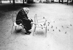 Sebastiao Salgado I found my way to feed the birds 😊 Magnum Photos, Museum Of Fine Arts, Museum Of Modern Art, Black White Photos, Black And White Photography, Dani Olivier, Wild In The Streets, Amor Animal, Henri Cartier Bresson