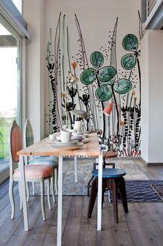 Lovely mix of furniture in this dining room, and the wall mural is gorgeous! Original pin text: Decorando con murales llenos de flores XXL, la tendencia más colorista y llena de vida. Deco Design, Wall Design, House Design, Design Design, Sweet Home, Contemporary Wallpaper, Contemporary Art, Interior Decorating, Interior Design