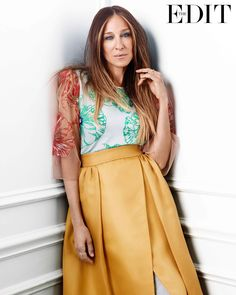These SJP Photos Are Classic Carrie Bradshaw: Admittedly, it doesn't take much for us to fall in love with Sarah Jessica Parker all over again. Sarah Jessica Parker Lovely, Carrie Bradshaw Style, Jonathan Saunders, Anna Dello Russo, Leandra Medine, Giovanna Battaglia, Love Her Style, Alexa Chung, Blake Lively