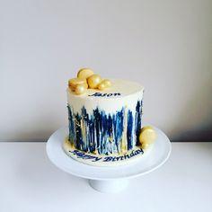 Naked cake, Macarons, Gold leaf decorations Gold Leaf, Macarons, The Hamptons, Naked, Decorations, Desserts, Food, Deserts, Macaroons