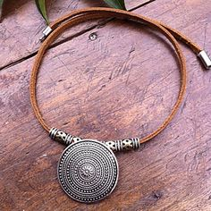 Fashion (Round Pendant) Brown Leather Statement Necklace (1 Pc) – USD $ 5.99