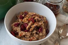 hot quinoa and oat cereal with goji berries