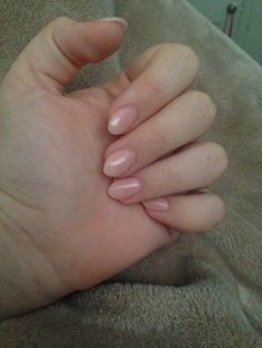 Short almond nails nude color