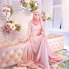 Hijab is first poirty of Muslim girls and they never desire to let it on their special day. Muslimah Wedding Dress, Muslim Wedding Dresses, Muslim Brides, Bridal Hijab, Hijab Bride, Wedding Hijab, Muslim Fashion, Hijab Fashion, Engagement Dresses