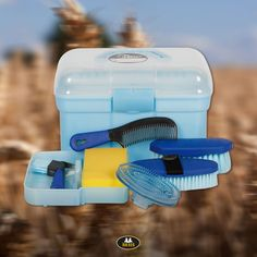 Start grooming your horse with this complete grooming kit. This Harry's Horse box contains a hoof pick with brush, body brush, bristle body brush, curry comb, sponge and comb. Also available in black and pink. Horse Grooming, Grooming Kit, Equestrian Outfits, Equestrian Style, Equestrian Problems, Equestrian Fashion, Riding Hats, Horse Riding, Horse Supplies