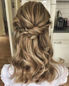 Romantic half up half down hairstyle,wedding hairstyle,prom hairstyle ideas ,hair ideas to try