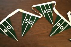 Check out these easy and fabulous DIY Super Bowl party decorations to jazz up your space for all your football party guests, just in time for February Football Crafts, Football Tailgate, Football Themes, Football Snacks, Football Season, Football Field, Football Decor, Football Banquet, Football Parties