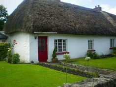 Decor To Adore: All Things Irish~ Thatched Roof Cottages
