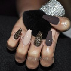 22 totally classy nail designs to rock this winter 22 total noble Nageldesigns, um diesen Winter 2019 zu rocken Nails nails nails. The trend towards long stiletto nails has come and will remain. The winter season requires dark, mauve colors with … Classy Nails, Fancy Nails, Love Nails, Nail Bling, New Year's Nails, Classy Nail Designs, Fall Nail Art Designs, Dark Nail Designs, Glitter Nail Designs