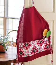 With just a tea towel and a half yard of fabric you can create this cute and practical apron for the cooks on your shopping list. It would make a great hostess gift, too!