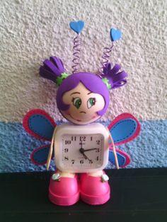 Reloj despertador. Fofu mariposa. Www.facebook.com/miscreacionescm Www.cmevaarts.blogspot.com