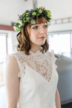 Wedding Hair With Flowers & jewels  :    Modern-Vintage: Anna & Nandi erneuern ihr Ja-Wort DENIZ PEKDEMIR www.hochzeitswahn… #wedding #vintage #inspo  - #WeddingHairStyle https://youfashion.net/wedding/wedding-hair-style/wedding-hair-with-flowers-jewels-modern-vintage-anna-nandi-erneuern-ihr-ja-wort-deniz-pekdemir-www-hochzeitswa/