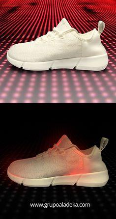 a8867750c57 Increíbles tenis de luz LED de fibra óptica. Contienen entrada recargable  tipo celular para recargar