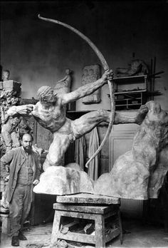 """Emile-Antoine Bourdelle (1861-1929) Héraklès tue les oiseaux du lac Stymphale (Heracles kills birds Stymphalian) 1909 """""""