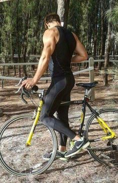 lycra and legs of the men Gym Outfit Men, Cycling Outfit, Sport Fashion, Fitness Fashion, Mens Fashion, Lycra Men, Lycra Spandex, Mens Tights, Gym Style