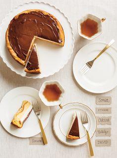 Éclair géant au chocolat à partager Chocolate Eclair Recipe, Ricardo Recipe, Giant Chocolate, Eclairs, How Sweet Eats, Yummy Cakes, Just Desserts, Sweet Treats, Favorite Recipes