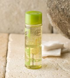 Apple juicy lip & eye remover 100ml A lip and eye remover that effectively removes long-wearing point makeup. USD $ 8.00