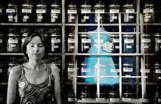 You can see inside her dream Large On Black    The latest in my recent impromptu Reflecting series.    Special thanks to herbalist Judy [who took a bit of persuading to become my muse! : )]. I've often looked at that wall of jars and thought they might m đáng tiếc không phải anh    ngôn tình hiện đại  truyen trung quoc  truyentrungquoc.com  http://truyentrungquoc.com/