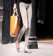 En vakker og praktisk bag, stilig med unik design. New Fashion. Ladies Enkel Tote veske Materiele: PU skuinn Package Size: 40.0 * 40.0 * 15.0 ( cm ) 499 kr.