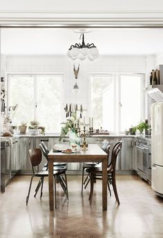 eat in kitchen, stainless steel cabinets