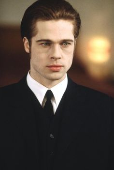 Brad Pitt in Interview with a Vampire Brad Pitt Vampire, Vampire Love, 90s Movies, Scary Movies, Brad Pitt Interview, Anne Rice Vampire Chronicles, Lestat And Louis, Really Good Movies, Vampire Masquerade