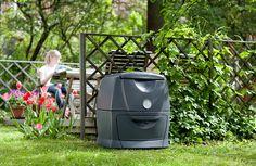 Varmkompost lukter ikke, hvis prosessen går som den skal, og beholderen kan derfor plasseres rett ved uteplassen hvis du ønsker det.