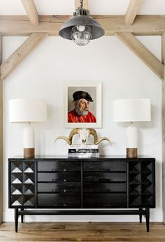 Mid-Century Modern Entry and Hall in Sag Harbor, NY by Timothy Godbold MRK: that credenza and the lamps OH MY black and white with the tan, awesome! Interior Design Books, Home Interior, Interior And Exterior, Design Entrée, Home Design, Modern Farmhouse Design, Farmhouse Style, Rustic Modern, Country Style