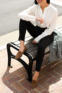 nice office outfits for ladies Smart Casual Outfit, Casual Work Outfits, Business Casual Outfits, Professional Outfits, Work Attire, Smart Casual Women Office, Stylish Outfits, Moda Fashion, Denim Fashion