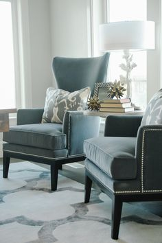 Den/library/office design photos, ideas and inspiration. Amazing gallery of interior design and decorating ideas of dens/libraries/offices by elite interior designers - Page 31 Living Room Chairs, Home Living Room, Living Room Designs, Living Room Decor, Living Spaces, Small Living, Objet Deco Design, Home Interior, Interior Design