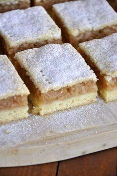 Nagymamám almás pitéje Real Food Recipes, Baking Recipes, Cake Recipes, Dessert Recipes, Yummy Food, Hungarian Desserts, Hungarian Recipes, Easy Sweets, Homemade Sweets