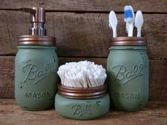 Bathroom soap dispenser - Awesome diy organization bathroom ideas you should try Mason Jar Seifenspender, Green Mason Jars, Mason Jar Kitchen, Mason Jar Bathroom, Rustic Bathroom Canisters, Pot Mason, Industrial Bathroom, Bathroom Soap Dispenser, Mason Jar Soap Dispenser