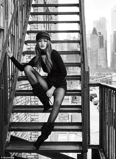 Gigi Hadid looks flawless as she models for Maybelline campaign Model Poses Photography, Artistic Fashion Photography, Fashion Photography Inspiration, Photoshoot Inspiration, Editorial Photography, Photography Women, Backlight Photography, Vogue Fashion Photography, Modelling Photography