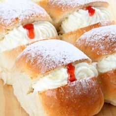 Every Sunday when we went to the bakery after church-yum mock cream! School Dinner Recipes, Baking Recipes, Cake Recipes, Saffron Cake, Cream Bun, School Cake, Sweet Buns, British Baking, Classic Cake