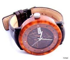 Relógio de pulso de luxo feito de semente da piaçava e madeira reaproveitada, feito  à mão customizado,