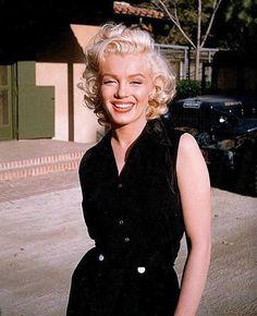 Marilyn Monroe photographed by Harold Lloyd, 1953. #oldhollywood #beautiful #MarilynMonroe #NormaJeane #NormaJeaneBaker #NormaJeaneMortenson #marilynphotos #marilynquotes #marilynette #marilynettes