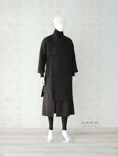 천의무봉 남자 생활한복 '천의장류 No.4' * 한정품 수량 1점 * India Fashion, Kimono Fashion, Korean Fashion, Fashion Dresses, Dynasty Clothing, Mens Style Guide, Korean Outfits, New Wardrobe, Traditional Dresses