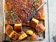 Kurpitsaleipä - katso mehevän leivän resepti! - Kotiliesi.fi Savory Pastry, Bun Recipe, Pumpkin Bread, Halloween Treats, Vegan Recipes, Vegan Food, Sausage, Pork, Tasty