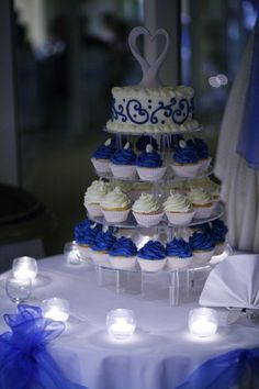 Wedding cupcakes (blue)- like the way the table is decorated, too.