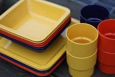 Keltaista (sarvis,orthex yms) muovi astioita