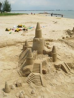 The Most Amazing Sand Castles & Funny Sand Sculptures - Beach Bliss Living Beach Kids, Beach Art, Beach Sand Castles, Building Sand, Sand Play, Editing Background, Colored Sand, Sand And Water, Sand Art