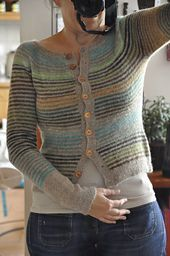 Knitted striped cardigan - Mon Petit Gilet Rayé by Isabelle Milleret - ravelry. Ladies Cardigan Knitting Patterns, Cardigan Pattern, Crochet Cardigan, Knitting Patterns Free, Knit Patterns, Free Knitting, Knit Crochet, Free Pattern, Punto Fair Isle